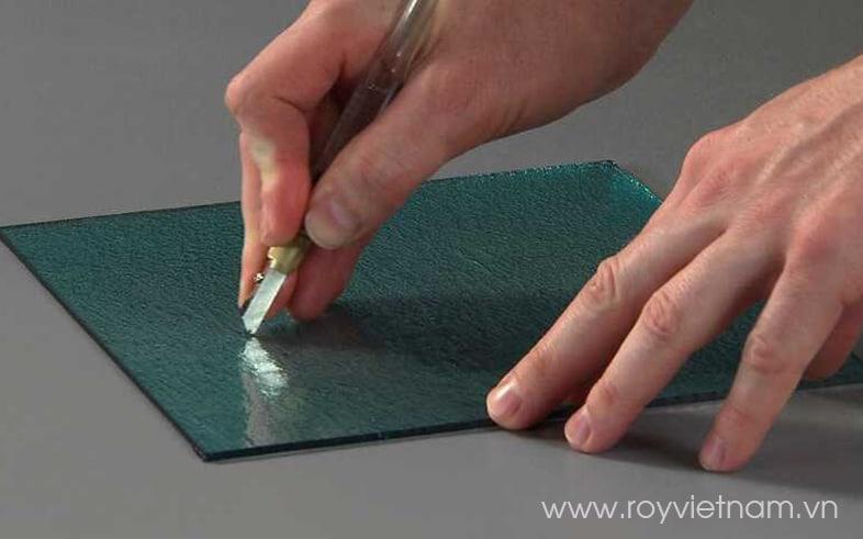 Cách sử dụng dao cắt kính